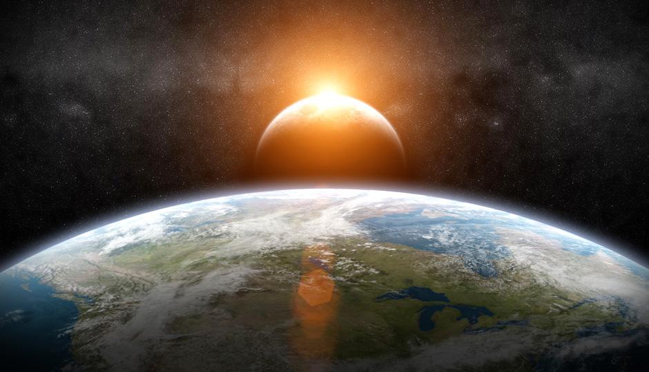 Unser Planet mit Blick auf Mond und Sonne